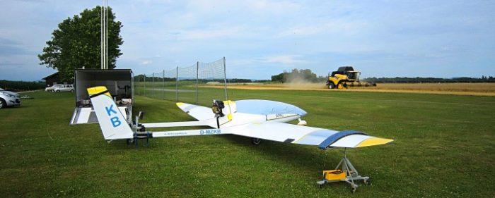 Song-Verladung Modellflugplatz Pocking, Mähdrescher bereits im Einsatz